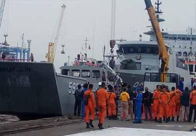 Tim pencarian korban Lion Air JT-610