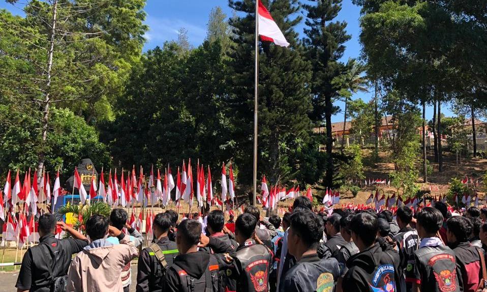 Bikers Honda CB150R StreetFire melakukan Convoy Merdeka dari Hotel Radiant Cirebon menuju museum Linggar Jati, Kuningan (17/8/2019). Sekitar 2.800 bikers yang terdiri dari 56 komunitas dan paguyuban Honda CB150R StreetFire melakukan aktivitas beragam yang bernuansa kebangsaan.