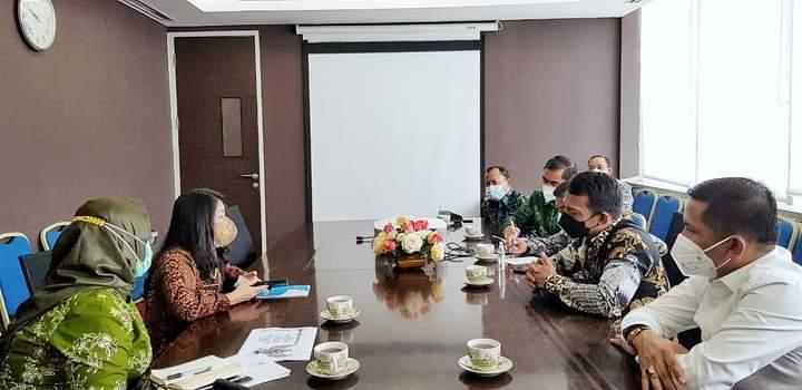 Bupati Kepulauan Meranti H Muhammad Adil bersama rombongan yang mengunjungi Direktorat Jenderal Keuangan Daerah Kementerian Dalam Negeri, Kamis (10/6/2021).