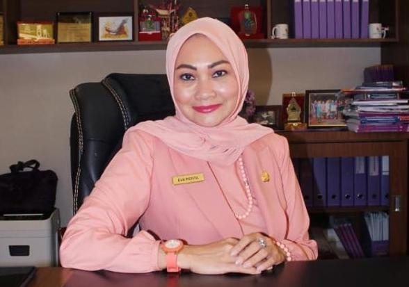 Kepala Dinas Penanaman Modal dan Pelayanan Perizinan Terpadu Satu Pintu (DPMPTSP) Riau, Evarevita