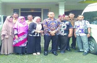 Wakil Ketua Komisi I DPRD Riau Taufik Arrahman saat Kunjer ke Kantor Badan Penghubung Riau di Jakarta.