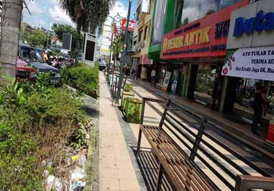 Telekiosk yang terletak di Jalan Sudirman