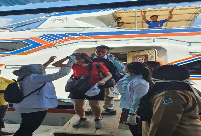 Kantor Kesehatan Pelabuhan (KKP) wilayah Selatpanjang bekerjasama dengan Dinas Kesehatan Kepulauan Meranti dan instansi lainnya melaksanakan pemeriksaan kesehatan melalui Pelabuhan Tanjung Harapan Selatpanjang Senin (27/1/2020).