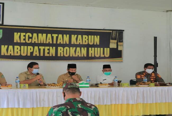 Pjs Bupati Masrul Kasmy, kunker ke Kecamatan Kabun, sekaligus silaturrahmidengan Satgas Penanganan Covid-19 Kecamatan Kabun.