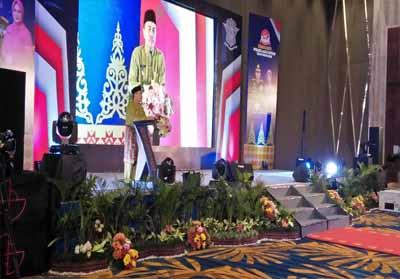 Gubernur Riau Syamsuar saat memberikan kata sambutan pada HUT ke-64 Polantas.