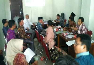 Rapat di DLH Rohul terkait pencemaran limbah perusahaanPKS PT Era Sawita.