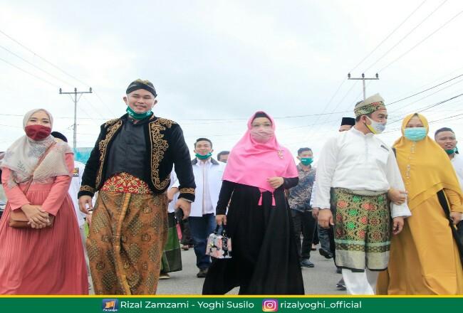 Pasangan Rizal Zamzami-Yoghi mendaftar ke KPU Inhu.
