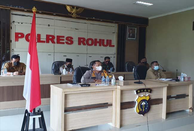 Rakornas Pengendalian Karhutla, Kapolres dan Fokopimda Rohul bersama Gubenur dan Kapolda Riau.