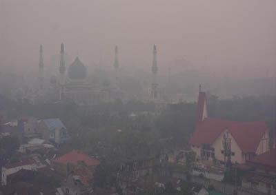 Kabut asap di Pekanbaru.