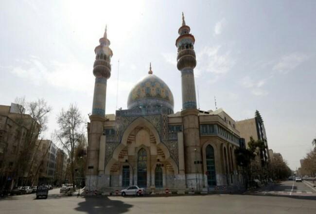 Masjid di Teheran. Foto: CNNIndonesia