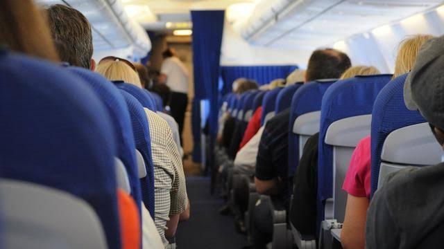 Kursi di pesawat.
