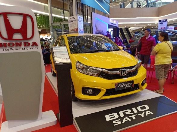 Pameran Honda Brio Satya di salah satu mal di Pekanbaru