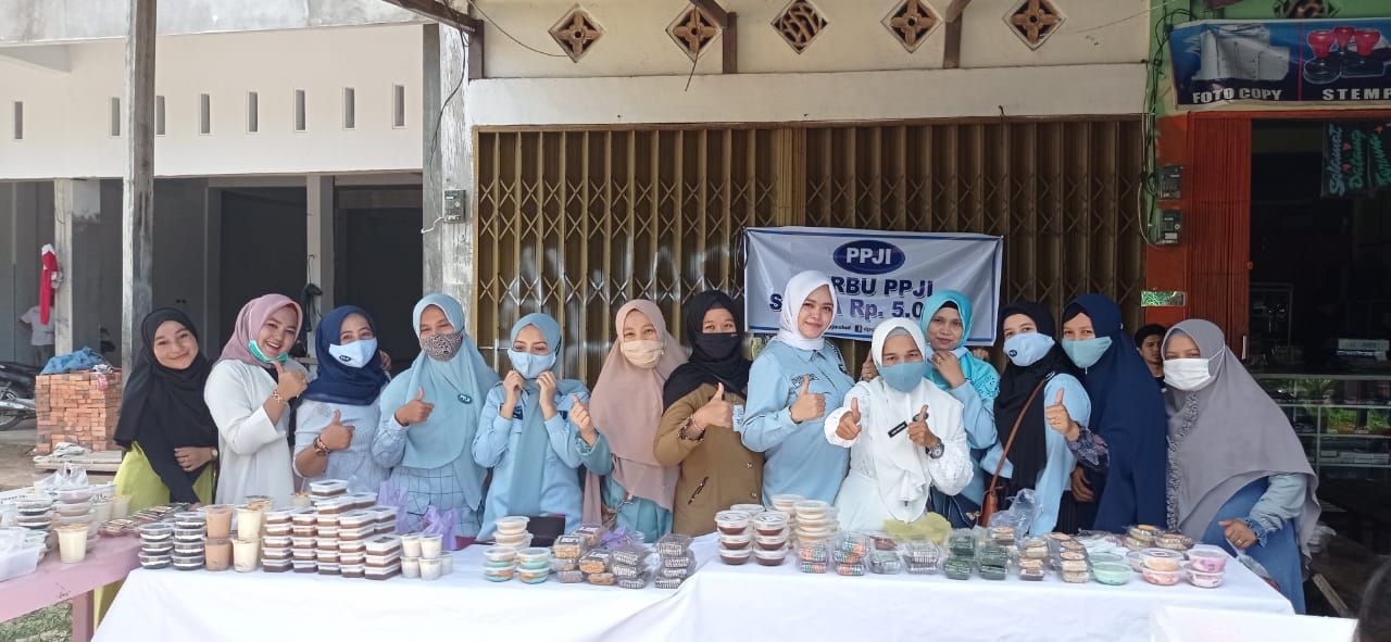 DPC PPJI Rohul gelar bazar Serbu PPJI di Pasir Putih, membantu para pelaku UMKM agar dapat penghasilan tambahan dimasa pandemi Covid 19. Foto Feri