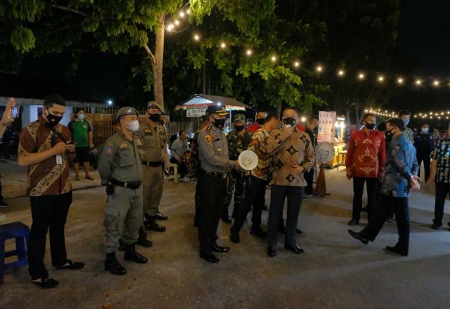 Kapolda Riau cek Zona Merah untuk memastikan penerapan protokol kesehatan.