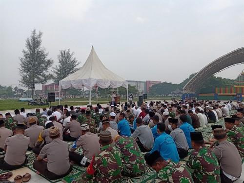Warga Dumai Gelar Istighosah dan Sholat Duha di lapangan taman bukit gelanggang Dumai.