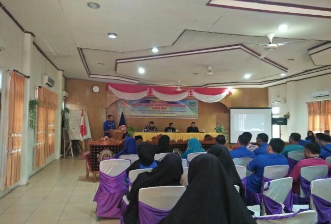 Sekda Abdul Haris membukatemu karya Karang Taruna yang diselenggarakan di Hotel Gelora Bhakti Pasir Pangaraian.