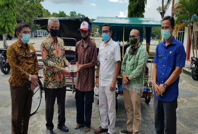 Pemkab Meranti menerima bantuan dari Bank Riau Kepri untuk disalurkan ke masyarakat.