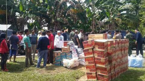 Pemkab Kuansing serahkan bantuan dari sumbangan pemerhati sosial
