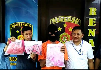 Polisi bekuk pria berinisial JP (54) karena perkosa anak tiri berkali-kali.
