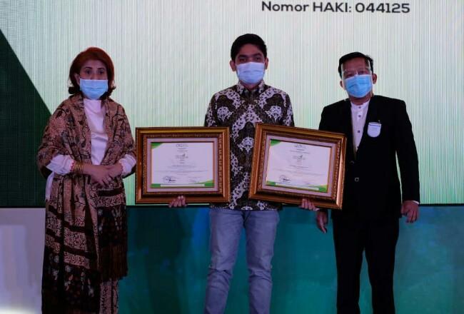 Refinery Unit (RU) II Pertamina meraih dua penghargaan pada malam penganugerahaan Indonesian CSR Award (ICA) 2020 di JS Luwansa Hotel Jakarta, Jumat (6/11/2020).