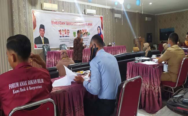 DP2KBP3A Rohil mengadakan Bimtek konvensi hak anak di salah satu hotel di kota Bagansiapiapi pada Senin (28/9/2020).