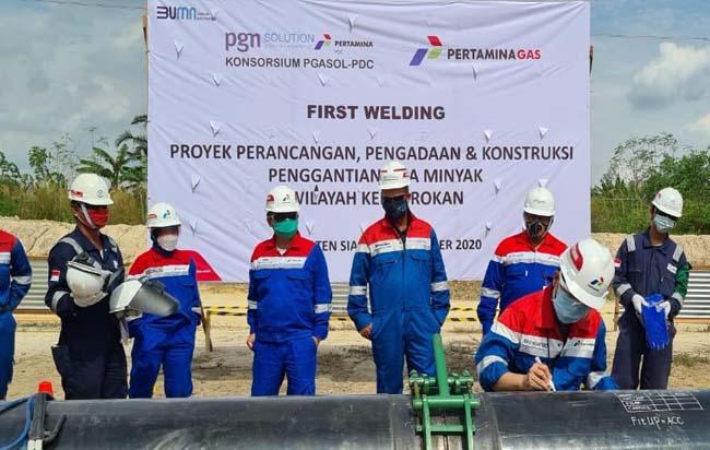 "Dengan panjang kurang lebih 367 KM, Pipa Minyak Rokan dengan ukuran 4"" - 24"" akan melintas di 5 Kabupaten/ Kota di Provinsi Riau, Dumai, Bengkalis, Siak, Kampar, dan Rokan Hilir. Pipa ini berpotensi mengangkut minyak diperkirakan kurang lebih 200.000 - 265.000 BOPD."