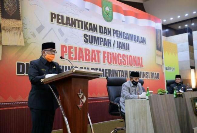 Wagubri saat menghadiri acara pelantikan Pejabat Fungsional di lingkungan Pemprov Riau, yang berlangsung di Gedung Dang Merdu Bank Riau Kepri, Selasa (16/6/2020). Foto: Riaugoid