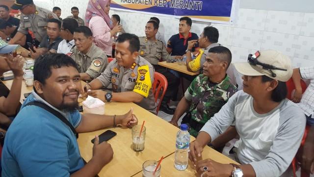 Kapolres Kepulauan Meranti, AKBP Taufiq Lukman Nurhidayat SIK gelar coffe morning dengan awak media.