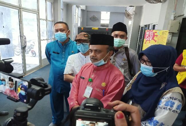 Sekretaris Dinas Kesehatan Dumai dr. Syaipul memberikan keterangan pers terkait virus Corona atau COVID-19 di Kota Dumai.