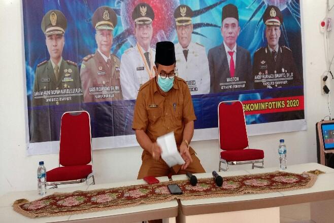 Jubir Percepatan penanganan Covid-19 Rohil, Ahmad Yusuf melakukan konferensi pers di Bagansiapiapi, Selasa (21/7/2020) sore.