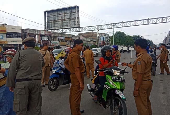 Satpol PP Dumai bersama tim gabungan gelar operasi Yustisi di pusatkan di Jalan Sudirman Dumai.