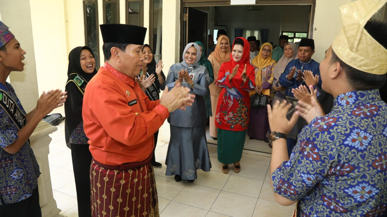 Bupati Sukiman saat peresmian Unit Usaha Baru BUMdesa Sumber Rezeki Desa Suka Maju Tambusai.