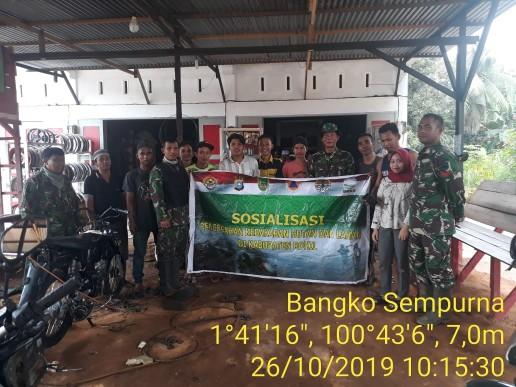 Koramil 05/Rimba Melintang dipimpin Batituud Pelda Samsul Azhar sosialisasi bahaya karhutla.