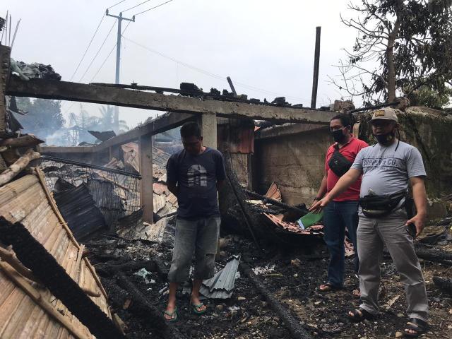 Tampak rumah para korban tinggal puing-puing.