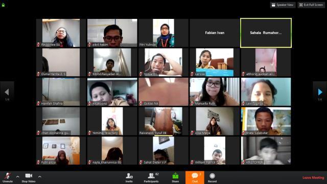 Suasana Kelas Menulis di SMP Global Andalan. Kelas ini diikuti oleh 90 siswa kelas 8.