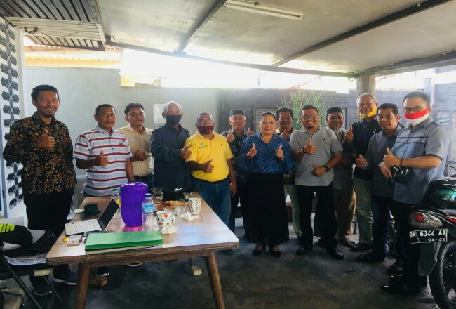 Pengurus Koperasi BBDM kubu Suwito Pranolo foto bersama.