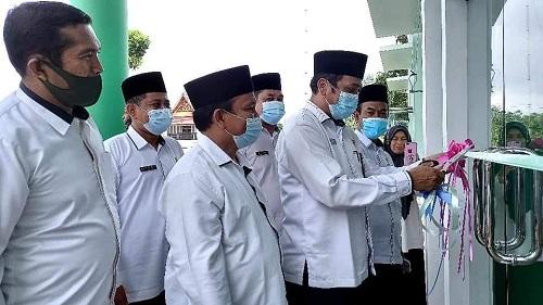 Kakan Kemenag Rohul Syahrudin meresmikan pemakaian gedung KUA Rambah.
