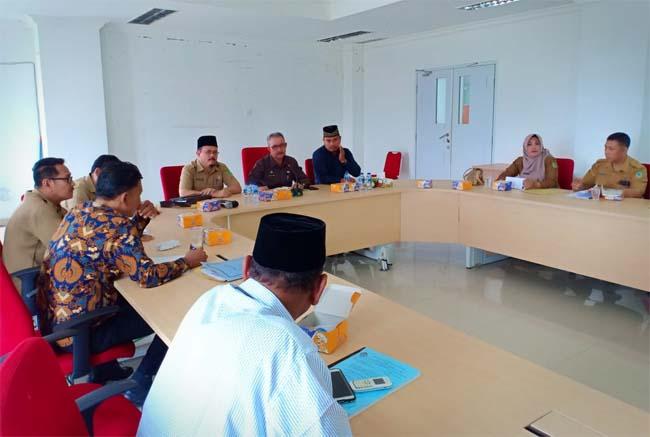 Rapat dengan dewan pengupahan dalam pembahasan UMK Rohil tahun 2020, Senin (4/11/2019) di kantor Bupati Rohil, Jalan Kecamatan, Batu Enam, Bagansiapiapi.