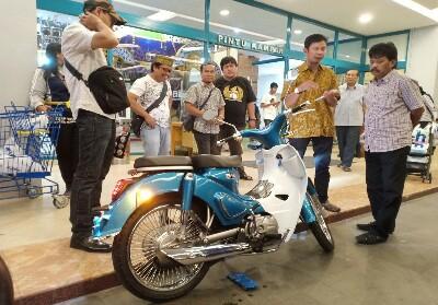 SM Motor Classic, bebek retro khas bebek era 70-an di Mal SKA Pekanbaru.