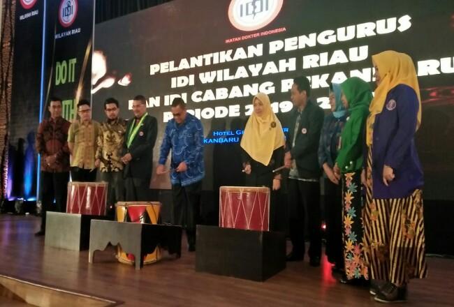 Wagubri Edy Natar Nasution menghadiri pelantikan pengurus IDI Riau dan IDI Cabang Pekanbaru.