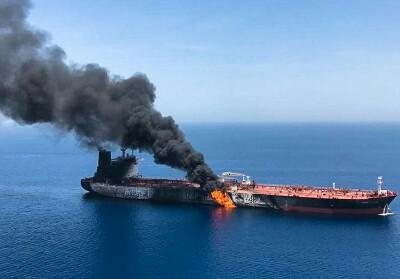 Kondisi kapal tanker Front Altair milik Norwegia yang terbakar di perairan Teluk Oman, diduga akibat serangan torpedo, Kamis (13/6/2019).