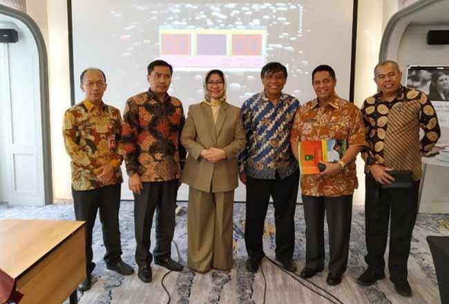 Pj Sekdaprov Riau H Ahmad Syah Harrofie saat hadiri acara Komisi Informasi di pusat.