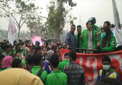 Ratusan mahasiswa UPP gelar aksi damai terkait kabut asap ke Kantor Bupati dan depan Gedung DPRD Rohul.