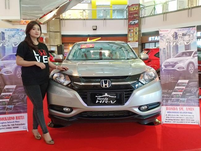 Pameran Honda di sebuah mal di Pekanbaru