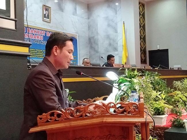 PLT Sekwan Alex Kurniawan saat di rapat paripurna pengesahan perda penyelenggaraan kearsipan