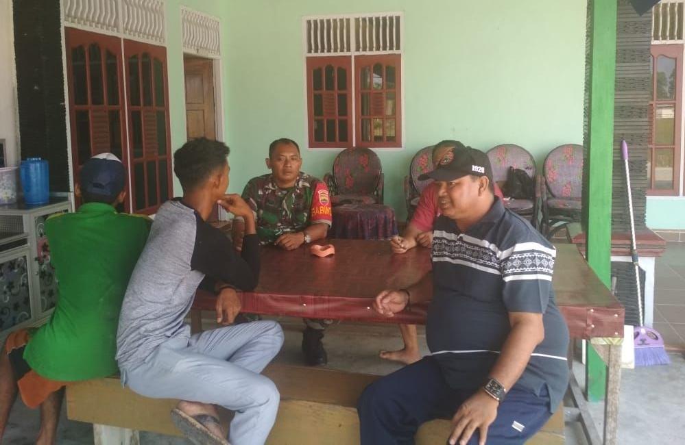 Sosialisasi prajurit TNI yang kini sedang melaksanakan TMMD ke-105 Kodim 0313/KPR.