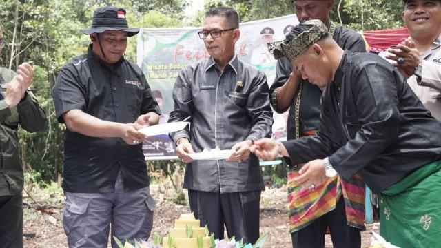 Festival Mandi Safar dihadiri oleh perwakilan Dinas Pariwisata Riau, Plt Kepala UPT KPH Tebingtinggi, Arif Hendratmo, Asisten III Setdakab Kepulauan Meranti, Rosdaner, Kepala Disparpora Kepulauan Meranti, Rizki Hidayat, dan pejabat lainnya.