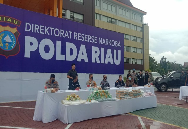Polda Riau saat ekspose bersama Bea Cukai.