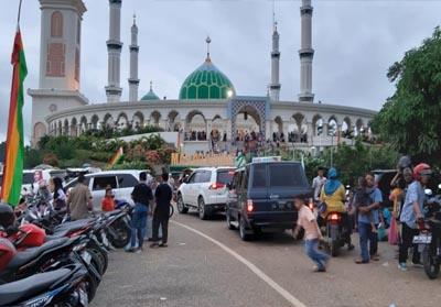 Tiga objek wisata terkenal di Rohul termasuk Madjid Agung Islami Center Rohul, ramai dikunjungi wisatawan selama lima hari raya Idul Fitri, termasuk wisata bendungan Sipogas dan Suligi Hill.