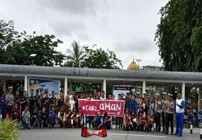 Tim safety riding PT CDN Riau dan Satlantas Kapolres kepulauan Meranti, foto bersama puluhan komunitas Honda di wilayah tersebut.